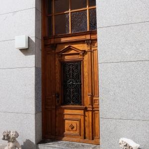 Haustüre nach der Restaurierung in der Gesamtwirkung