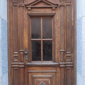 Nutzungs- und witterungsbedingte Beschädigungen an der Haustüre