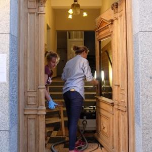 Arbeiten an der Haustüre vor Ort