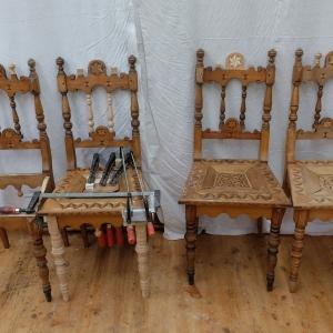 Stühle mit teilweisen Ergänzungen vor Bearbeitung der Oberfläche