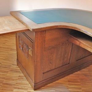 Auszugsplatte unter der eigentlichen Schreibtischplatte