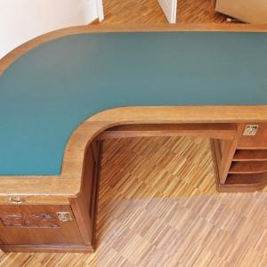 Tischplatte mit neu aufgezogenem Linoleum