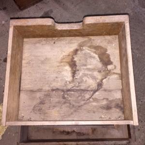 Schublade mit massiven Feuchteschäden