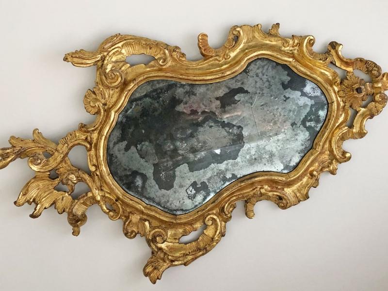 Spiegelrahmen nach der Restaurierung mit eingesetztem originalen Spiegelglas