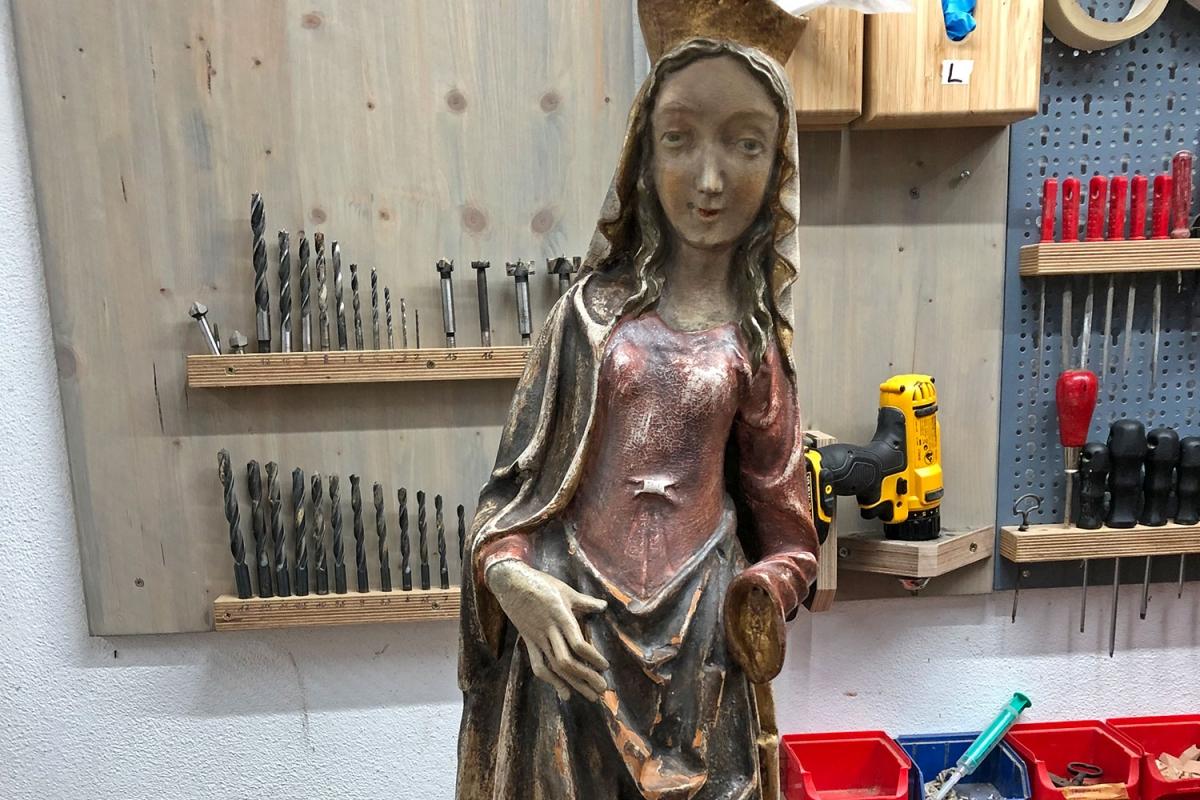 Hl. Apollonia im angelieferten Zustand mit abgebrochener Hand