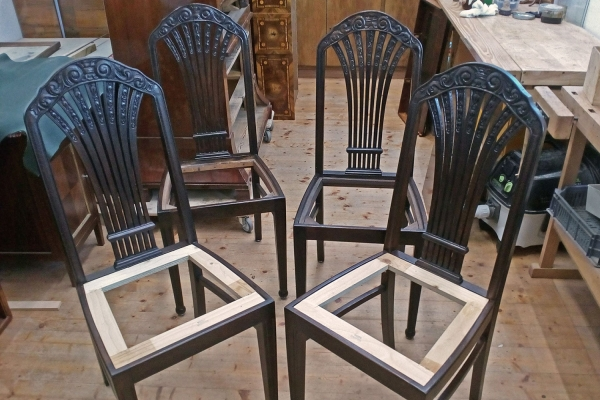 Nachbau von zwei neobarocken Stühlen mit Schnitzereien | Rekonstruktion