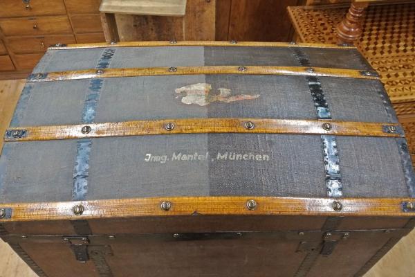 Reinigung & Konservierung einer Reisetruhe | Restaurierung Beer