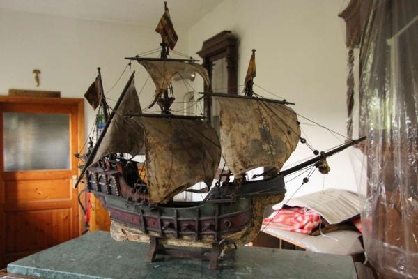 Schiff Santa Maria während der Restaurierung und Reinigung